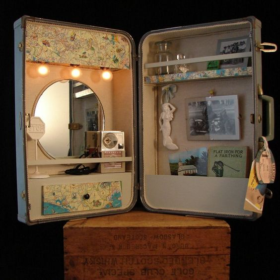 Badezimmerschrank oder Schminkstationaus altem Koffer / Suitcase Vanity Make up Station