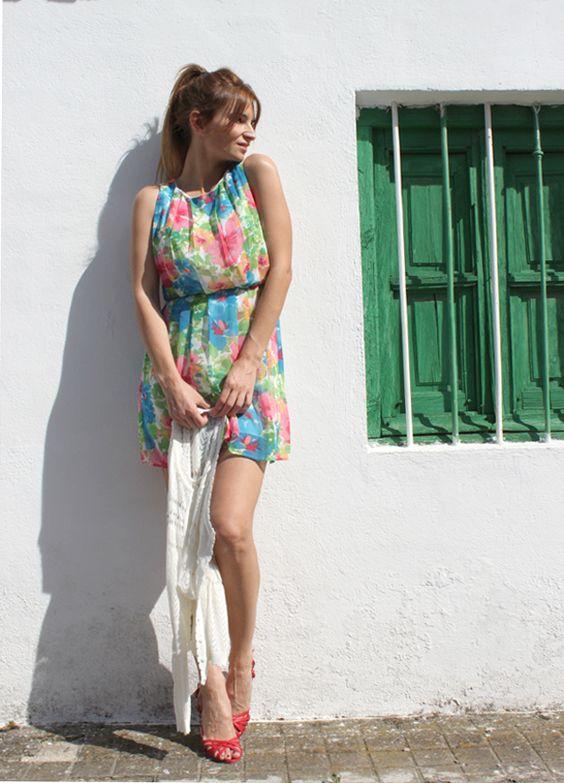 Isabel. Vestido, tricot y calzado de SUITEBLANCO.  (Imagen vía ArtDeModaBlog).