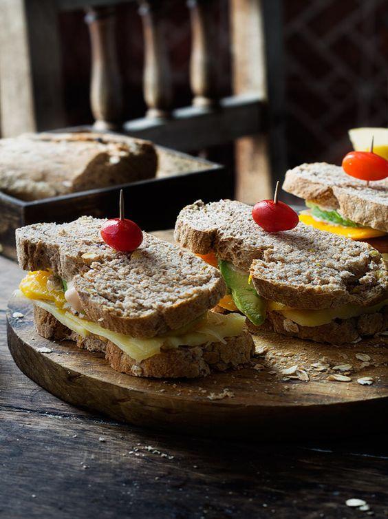 Rústica sándwich de frutas y queso
