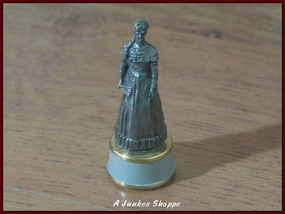 Civil War Replacement Chess Piece 1983 Franklin Mint Gray Queen Belle Boyd   https://ajunkeeshoppe.blogspot.com/
