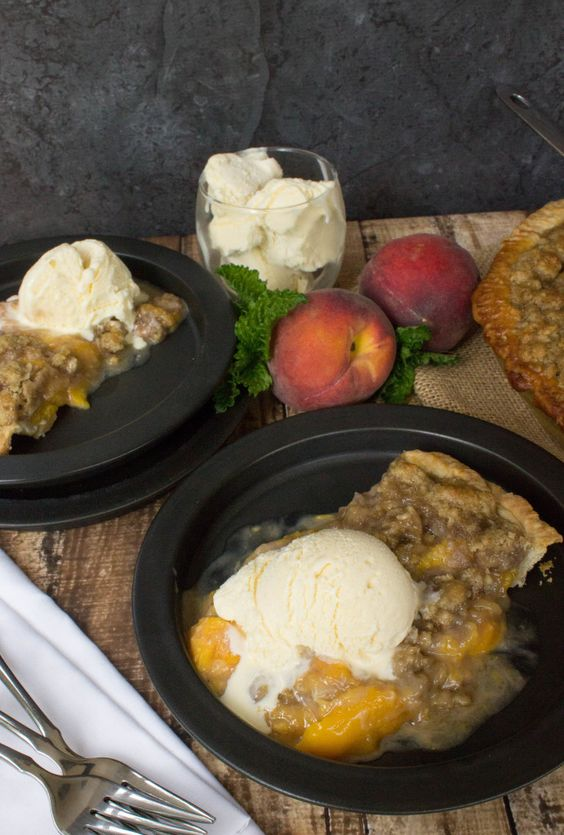 Peach Crumble Pie -- Such an easy pie crust recipe, too!