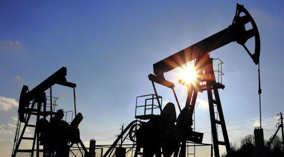 El precio del petróleo vive su peor año en una década