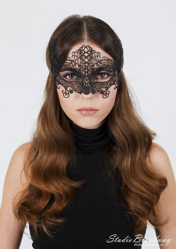 wavy hair and venice mask