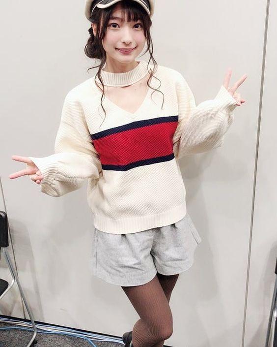 白いセーターの高野麻里佳