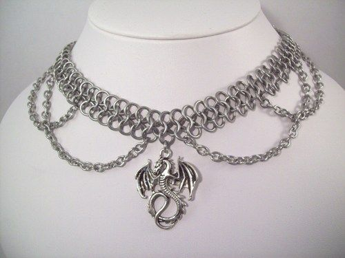 Looking to add a little fierceness to your outfit? Try this dragon choker!  I wove this choker using lightweight 18g bright aluminum and the European 4 in 1 weave. A dragon pendant and draped chains a