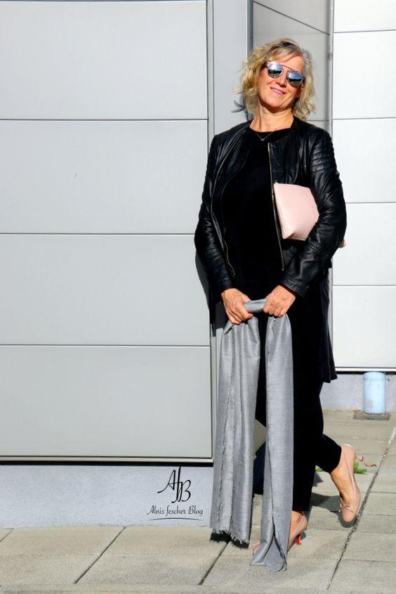 Kleid über Hose - der neue Trend? Black outfit / Nude details http://www.alnisfescherblog.com/kleid-ueber-hose-der-neue-trend/