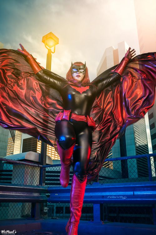 Scarlet Lithium Cosplay als Batwoman