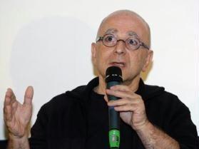 """Leon Cakoff, diretor e criador do Festival Internacional de Cinema no Brasil, está prestes a lançar o livro """"Os filmes da Minha Vida"""", pela Imprensa Oficial. A obra é um apanhado de personalidades ligadas ao cinema, que contam qual é o seu filme preferido e o motivo. Na lista, estão elencadas pessoas como Hector Babenco,...<br /><a class=""""more-link"""" href=""""https://catracalivre.com.br/geral/urbanidade/indicacao/urbanidade-livro/"""">Continue lendo »</a>"""