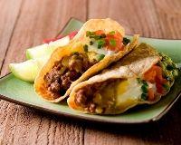 Tacos au boeuf _ http://www.cuisineaz.com/recettes/tacos-au-boeuf-5058.aspx
