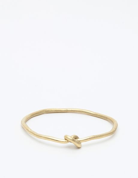 Bracelet I wanna get this one for me and one for my cousin @Gabriela De Hegedus the knot symbolizes infinite love and strength <3