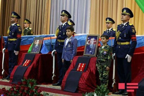 Azerbaycan'ın Şehit Pilotları Toprağa Verildi