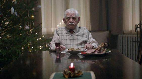 La théorie du tout: Ce monsieur mange seul le soir de Noël. La vérité ...