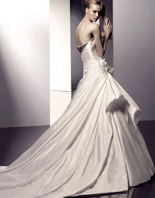 Classic White Elegant Wedding Bride Dresses: Dresses Wedding, Dress Wedding, Wedding Dress We, Cheap Wedding Dresses, Beautiful Bride, Bride Dresses, Sleeveless Wedding Dresses, Wedding Bride