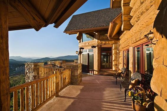 Colorado ski lodge home hits the market.