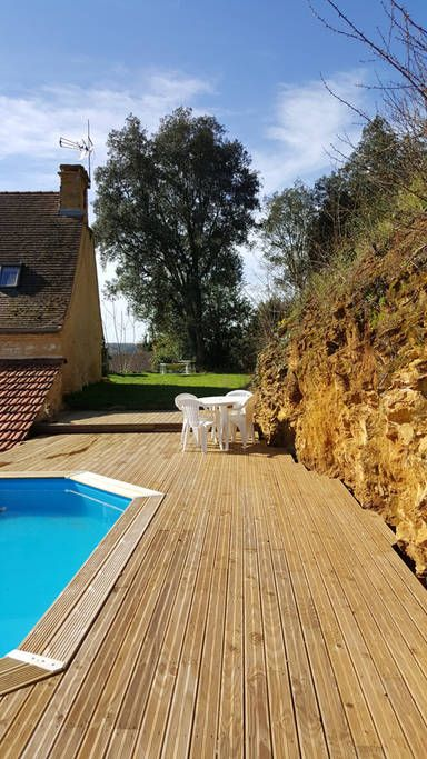 House in Prats-de-Carlux, France. My place is close to the beautiful medieval town of Sarlat.  Close by you will find the river beaches of the Dordogne, the prehistoric caves & renowned gastranomic restaurants.  There are many family-friendly activities to enjoy; conoeing, château...