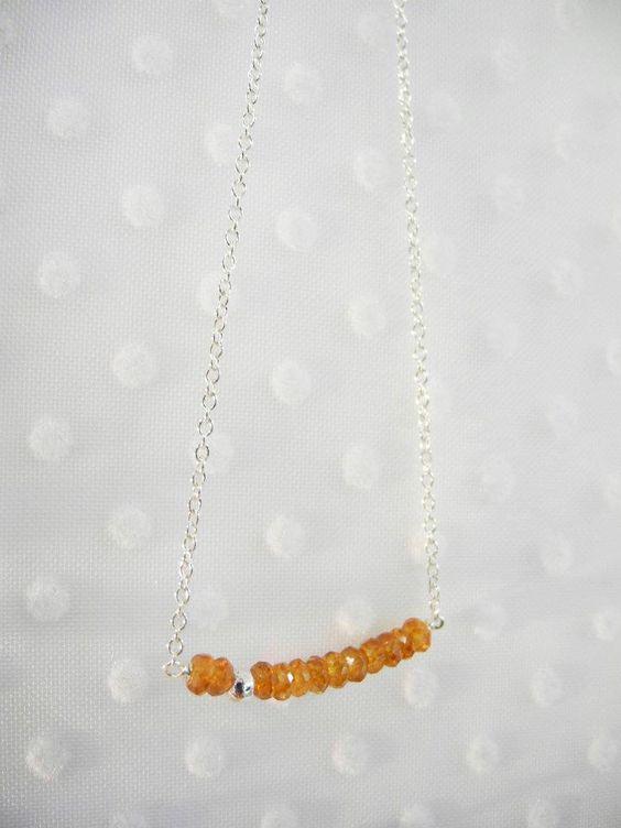 Collier petits bonheurs - grenats mandarins - Fanchon en Mars - douze pierres fines et une perle d'argent... 49€