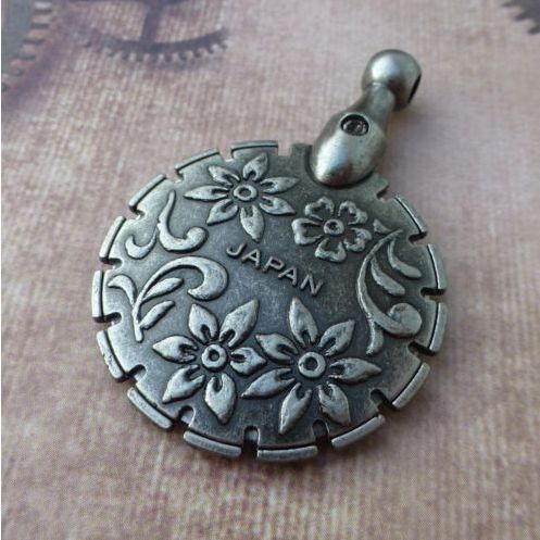 Clover Thread Cutter Pendant Antique Silver, This cute, ingenious device has a…