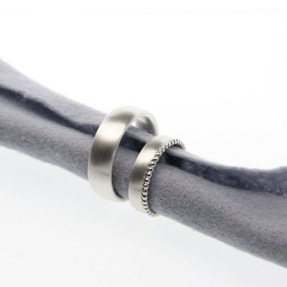 Trauringe Eheringe oval mit Kügelchenring von julia schaefer SCHMUCK! auf DaWanda.com