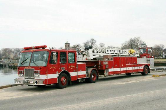 Newport RI FD  Ladder 1