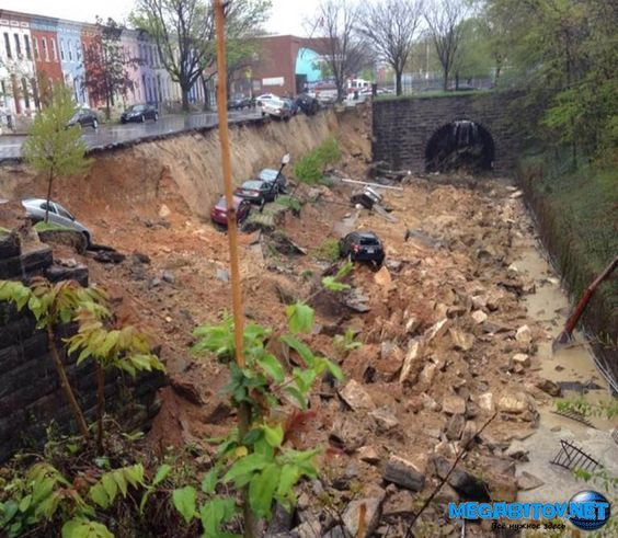 Момент обрушения автомобилей при провале грунта в Балтиморе сняли на видео » MEGABITOV.NET