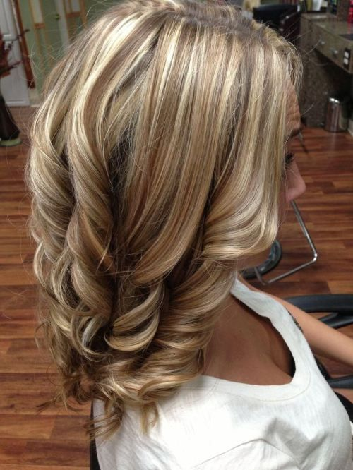 Ideal combination of blonde highlights brunette lowlights: