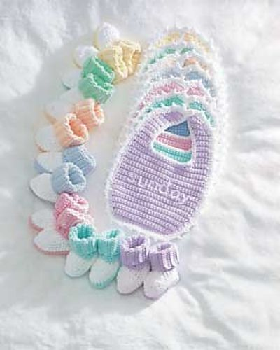 Free Crochet Baby Booties and Bib Pattern.: