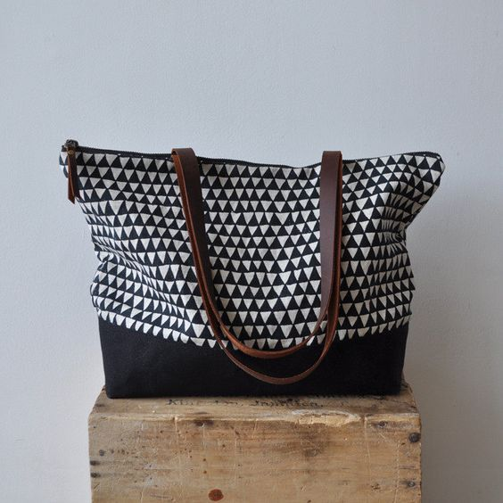 The triangle print gives a classic tote modern zip.