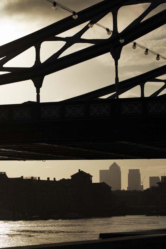 Sunset across #London this evening, 22 °C | 72°F #BurberryWeather