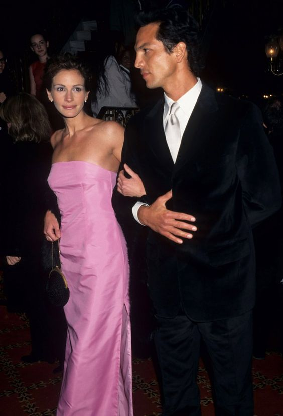 Pin for Later: Julia Roberts's Most Memorable Red Carpet Moments 1998 Stepmom Premiere There are few women who can pull off pink satin, and Roberts is one of them.