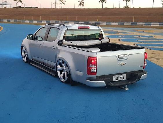 Segue lá - @rebaixadosfixaclub #fixa #car #ar #stancenation #brasil #s10 #choraboy #instagram #garage2267 #boanoite #usa #s10rebaixada #navesinsanas #cars #paredao #chevrolet #navessocadas #estilogringo #dub #som #carrobaixo#rodas #rodao #estilodub #raspando #rebaixados #nutallo #andebaixo #choraboy #lowlife
