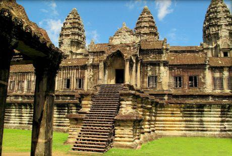 Để lên tới ngôi đền có một cầu thang bằng đá cao tới 503 bậc