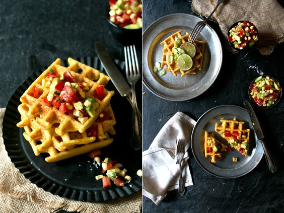 Maiswaffeln mit Salsa | Foodlovin' (recipe in German) Corn waffles with Salsa [instant polenta, corn flour, corn on the cob, eggs, soy milk. Salsa: avocado, corn on the cob, tomatoes, lime, chili, cilantro]