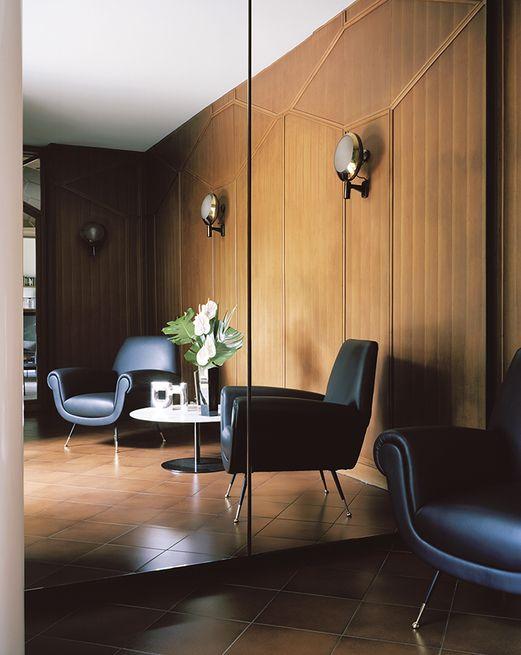 Une Maison Moderniste Au Nord De L Italie With Images Interior Design Home Decor Eames Lounge Chair