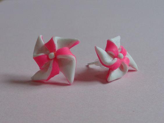 Boucle d'oreilles puces moulins à vents en fimo : Boucles d'oreille par bravi-fimo