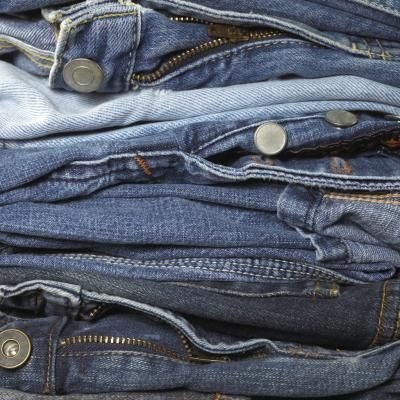 Recycled Jeans & Clothes Purse Sewing Ideas. Just made 3 bags out of 2 pairs of old jeans and some leftover material. Just gorgeous!