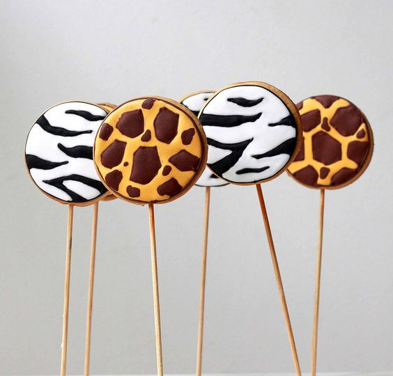 Wild cookie pops: