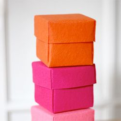 Make cute boxes from stiffened felt