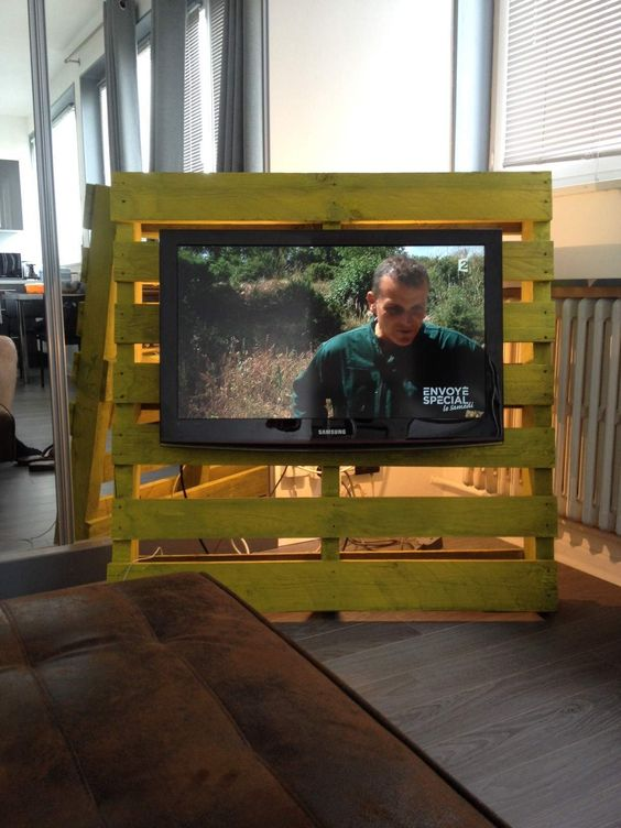 Industrial tv stand from 1 pallet 1 hour pallet ideas - Fixation mural tv samsung ...