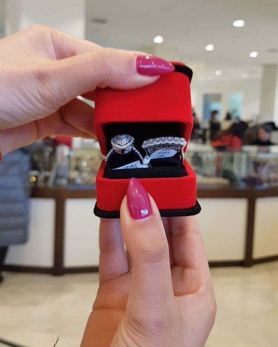 337 Likes 11 Comments Moskva Univermagi 2 Ci Mertebe Sansi Jewellery On Instagram Urək Və 6 Iri Qasli Uzuklərimiz Gəldi E In 2020 Captain Hat Wearable Fashion