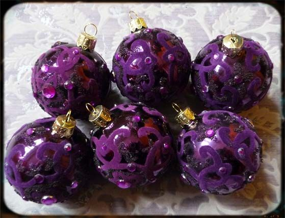Gothic Christmas balls! Love them!