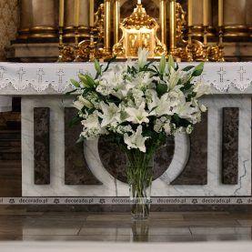 Bukiet Wysokich Kwiatow Przed Oltarzem Church Aisle Decorations Church Decor Wedding Church Decor