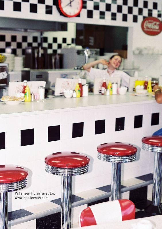 diner_waitress_coffee_counter.jpg 1000×1417 pixelů
