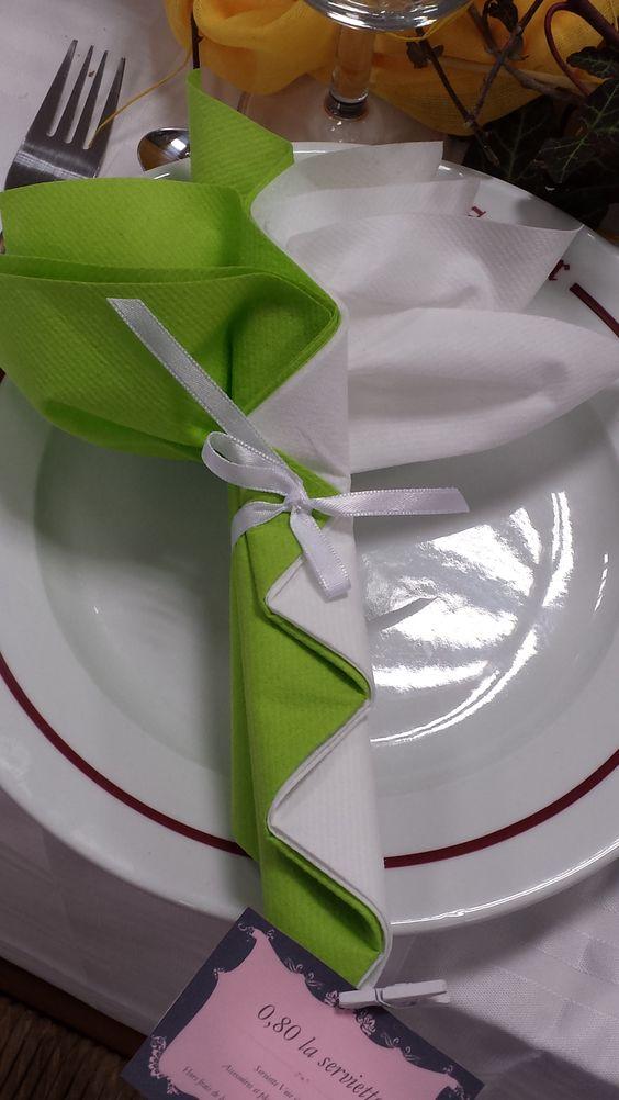 mariage blanc et vert fleur exotique pliage de serviettes par inoubliable pinterest mariage. Black Bedroom Furniture Sets. Home Design Ideas