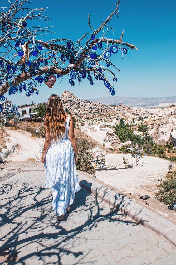 Read on my blog where to find the best spots in cappadocia 🌙🌹 #cappadocia #turkey #türkei #vacation #reisen #reisetipps #wanderlust #travel #traveltips #travelphotography #photography #santorini #bloggen