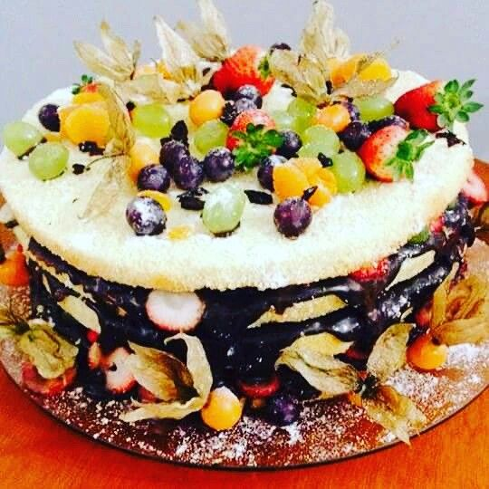 Naked Cake É simples, mas algumas delícias fazem a diferença!