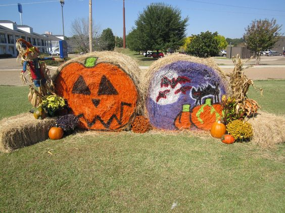 Come to #outletsatvburg and get your picture taken infront of these cute hay bales! #diy #happyhalloween