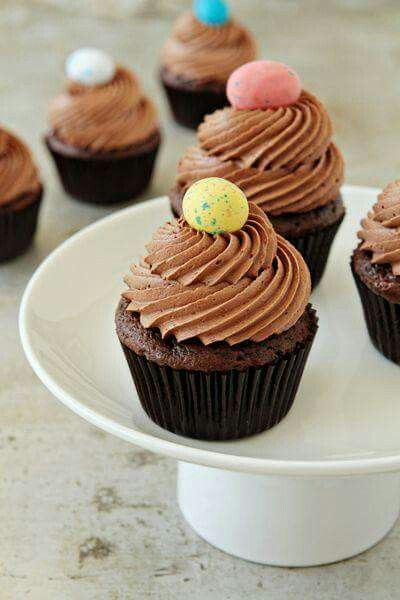Malted ball cupcakes