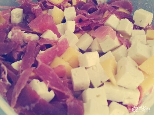 #mittagessen #office #healthy #feta #mango #schinken #zitronesalzundpfeffer #salat #selfmade #foodporn