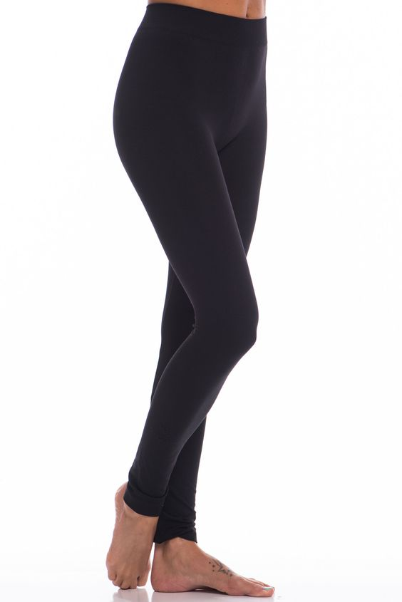 No wardrobe is complete without our full length loveable leggings :) These are great for all shapes and sizes, thanks to the all over stretchiness! You can easily carry your spring and summer clothing over into fall and winter with these... just pair any dress or tunic with them!