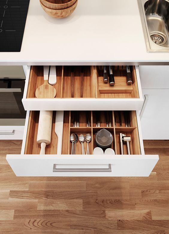La mejor receta del orden en la cocina es un separador de for Cajones zocalo cocina ikea